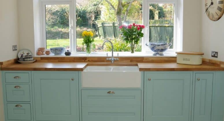 Traditional style kitchen with oak worktops